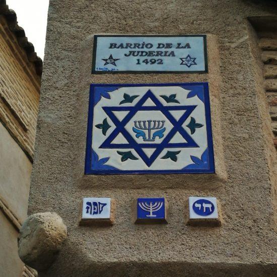Azulejos con motivos judíos durante la ruta Toledo es Sueño